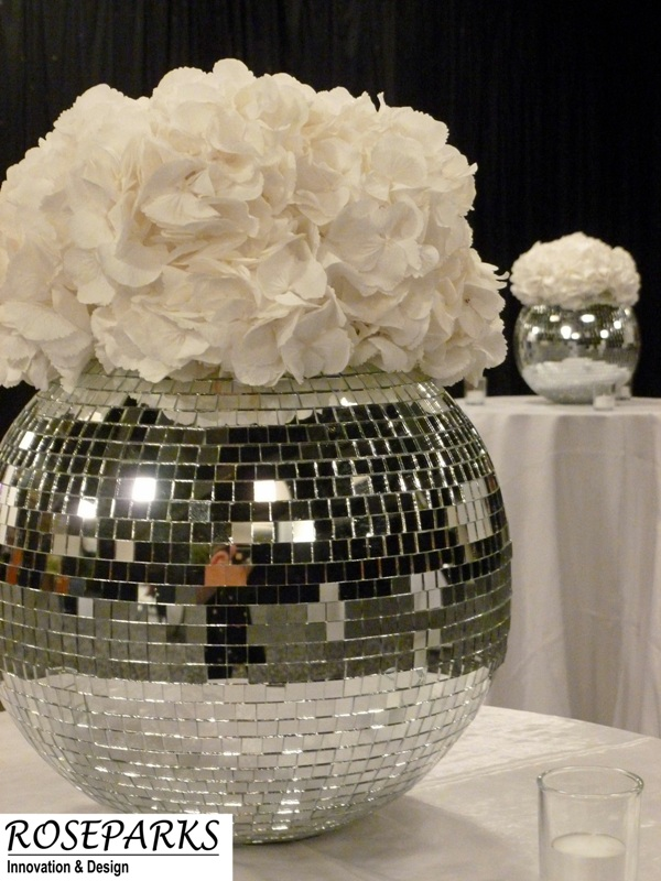 Mirrored glitter ball - white hydrangea
